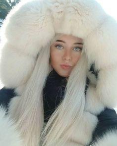 Chinchilla, Fox Fur Coat, Fur Coats, Fur Clothing, Portraits, Fur Fashion, Fur Jacket, Fur Trim, Girly