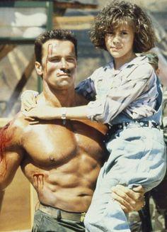 Commando - Arnold Schwarzenegger and Alyssa Milano - - Fitness - Yoga Patrick Schwarzenegger, Arnold Schwarzenegger Movies, Arnold Schwarzenegger Bodybuilding, Films Cinema, Cinema Tv, Action Movie Stars, Action Movies, Silvester Stallone, Rambo