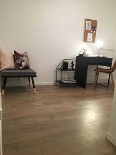 Hjemmekontor, Ikea, boligstyling Corner Desk, Furniture, Home Decor, Stylus, Corner Table, Decoration Home, Room Decor, Home Furnishings, Home Interior Design
