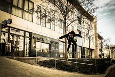 Félicitation à Max pour son 50-50 grind shooté sur un rail de street à Avignon par Susie Honoré!! Max remporte la 6ème semaine des qualifications au Wallplay Photo Contest.