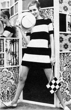 Twiggy wearing Op-Art - The Tres Chic Sixties Fashion, 60 Fashion, Fashion History, Retro Fashion, Fashion Models, Vintage Fashion, Fashion Black, Style Année 60, Mode Style