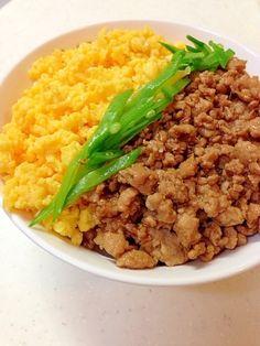 「三色丼」甘辛く煮た鶏そぼろ•甘いたまごそぼろ•絹さやの色鮮やかな丼です。【楽天レシピ】