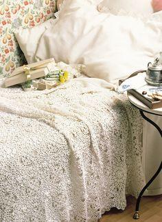 Crochet bedspread, so pretty with diagrams