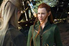 Tauriel (Evangeline Lilly) y Légolas (Orlando Bloom) se preparan para la guerra en la batalla de las batallas. #UnaÚltimaVez