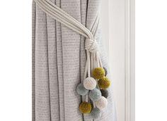 embrasse de rideau aux pompons boules en couleurs pastel