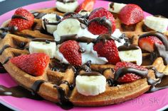 I love waffles, pancakes and crumpets and I can't imagine a weekend without them. Healthy Waffles, Protein Pancakes, Pancakes And Waffles, Sin Gluten, Gluten Free, Pancake Proteine, Homemade Banana Ice Cream, High Protein Low Carb, Crumpets