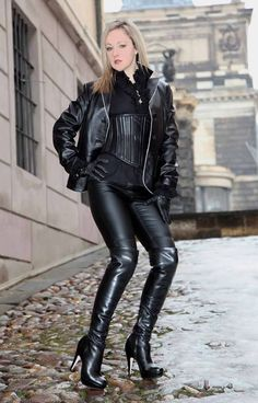 sexy women with boots Leather Gloves, Leather And Lace, Black Leather, Sexy Boots, Sexy Heels, High Boots, Lady Ann, Leder Outfits, Leather Dresses