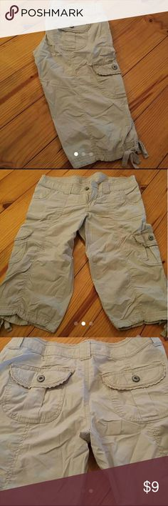 Arizona jeans co shorts Arizona jeans co shorts size 7. Beige in color, sit right below the knee. Wrinkled from storage. In perfect condition,worn less than 5 times. Selling only because I can no longer fit. From a clean and smoke-free home. Shorts