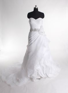 Gorgeous Sweetheart A-line Chapel Train bridal gowns----- I love the idea of this but maybe not so many ruffles!!