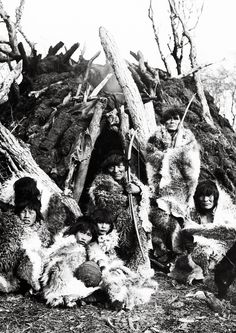 Post with 20 votes and 506 views. Shared by Celtaustralis. Selknam People, Photography by Alberto de Agostini, 1917 Old Pictures, Old Photos, Australian Aboriginals, Melbourne Museum, The Doors Of Perception, Aboriginal People, Easter Island, Native American Indians, Native Americans