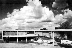 Casa Echeverría, calle del Agua 350, Jardines del Pedregal, México DF 1955   Arq. Francisco Artigas   Foto. Roberto y Fernando Luna
