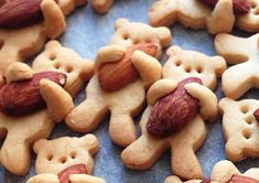 These Nut-Hugging Bear Cookies Are Almost Too Cute To Eat Maa Tamagosan, a French-trained Japanese cook, may have created a … Bear Cookies, Cake Cookies, Almond Cookies, Lunch Snacks, Royal Icing, Healthy Drinks, Great Recipes, Biscotti, Barbecue
