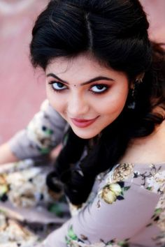 Look Your Absolute Best With These Beauty Tips. You may be afraid to start a new beauty routine if you have been slacking on it. Beautiful Girl Photo, Beautiful Girl Indian, Most Beautiful Indian Actress, Beautiful Actresses, Beautiful Images, Beautiful Eyes, Simply Beautiful, Beautiful Heroine, Beautiful People