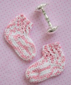 Toe up construction and a simple lace cuff make these a quick sweet crochet gift for the baby girls in your life. Quick Crochet, Love Crochet, Crochet Gifts, Knit Crochet, Fingerless Gloves Crochet Pattern, Crochet Baby Booties, Crochet Slippers, Yarn Crafts, Sewing Crafts