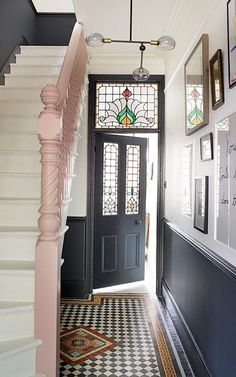 hallway decorating 707698528927993013 - 'I felt like the hall was very monochrome. It needed something extra,' says Alex, so she chose pink for the banister. Source by bookquotedecor Flur Design, Home Design, Interior Design, Interior Columns, Interior Architecture, Victorian Terrace Hallway, Edwardian Hallway, 1930s Hallway, Victorian Terrace Interior