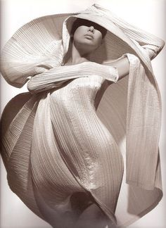 Artistic Fashion - beautifully fluid lines & sculptural silhouette - volume & structure; 3D dress construction // Issey Miyake