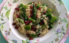 Keväinen parsarisotto/Risotto with asparagus and pomegranate, Kotiliesi.fi
