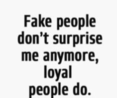 Top 85 Awesome Quotes On Fake Friends And Fake People Fake people don't surprise me anymore, loyal people do. Fake Friendship Quotes, Fake Quotes, Good Quotes, Fake Friend Quotes, Life Quotes Love, Truth Quotes, Quotes To Live By, Best Quotes, Funny Quotes
