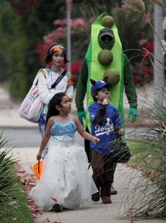 Actress Calista Flockhart and boyfriend Harrison Ford look like Hip-Peas in a pod as the take out son Liam for some trick-or-treating 2008