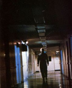 Behind the scenes photo, on the set of Halloween II - Halloween 2 1981, Halloween Film, Halloween Series, Halloween Horror, All Horror Movies, Horror Films, Scary Movies, Michael Myers Memes, Halloween Resurrection