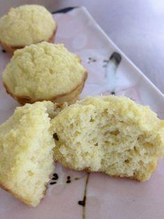 Lemon Essence Vanilla Cupcakes – with Almond/Coconut Flour (grain free, super low sugar)