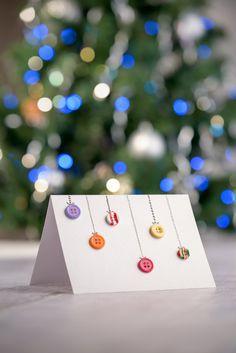 decoratiuni cu nasturi - Căutare Google Gift Wrapping, Christmas Ornaments, Holiday Decor, Google, Gifts, Home Decor, Gift Wrapping Paper, Presents, Decoration Home