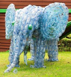 Zdjęcie numer 4 w galerii - Plastikowe butelki. 24 pomysły jak wykorzystać butelki w ogrodzie
