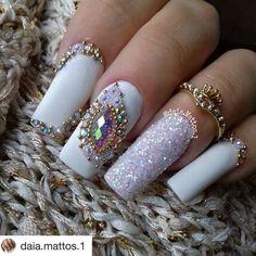 #Repost @daia.mattos.1 (@get_repost) ・・・ www.tatacustomizacãoecia.com.br ❤ #simonetis #soutatacustomizaçãoecia #esmalte #unhas #unhasdecoradas #nails #unhadasemana #branco #white #princesa #noiva #n @esmaltece @esmaltecolorama @daiahh_dias @keycacau @instagram @instadeunhas @anitaesmaltes @viciadaemvidrinhos @blogunhasdivas