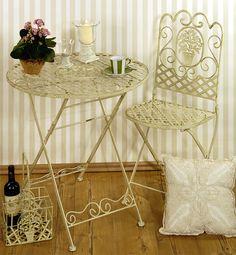 Unsere Sitzgruppe Medaillon, herrlich dekoriert - gefunden auf www.country-garden.de