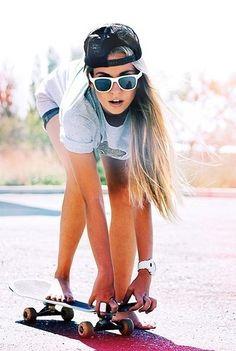 ragazza in skate Moda Skate, Girl Outfits Tumblr, Photo Swag, Poses, Skate Girl, Estilo Rock, Look Girl, Skate Style, Skater Girls