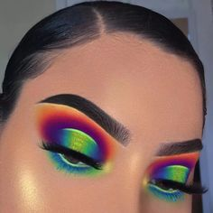 makeup tutorial mac makeup tutorial natural look apply eyeshadow makeup makeup brushes light makeup makeup for yellow dress makeup peach makeup tips video Makeup Eye Looks, Cute Makeup, Pretty Makeup, Awesome Makeup, Gorgeous Makeup, Halo Eye Makeup, Sleek Makeup, Makeup Case, Eyebrow Makeup