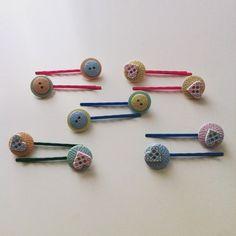 horquillas con botones de colores