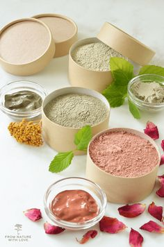 Three simple formulas for dry clay facials - made with all natural clays and essential oils. Continue Reading Clay Facial Masks – Three Ways Homemade Skin Care, Diy Skin Care, Homemade Beauty, Skin Care Tips, Homemade Facials, Diy Beauty, Beauty Tricks, Facemask Homemade, Beauty Makeup