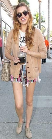 Who made Whitney Port's white tee, nude shoes, sunglasses and gold handbag that she wore in Beverly Hills on June 21, 2011? Purse – Christian Dior  Shoes – Modern Vintage  Shirt – Wildfox  Sunglasses – Illesteva