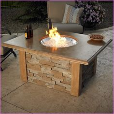 DIY fire pit designs ideas - Do you want to know how to build a DIY outdoor fire pit plans to warm your autumn and make s'mores? Find inspiring design ideas in this article. Metal Fire Pit, Gas Fire Pit Table, Concrete Fire Pits, Fire Pit Seating, Seating Areas, Diy Propane Fire Pit, Fire Fire, Outdoor Fire Pit Kits, Fire Pit Backyard