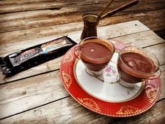 Ζεστό ρόφημα με ΙΟΝ Patisserie Κουβερτούρα Κλασική και κανέλα - ION Sweets Chocolate Fondue, Smoothies, Brunch, Breakfast, Desserts, Recipes, Food, Smoothie, Morning Coffee