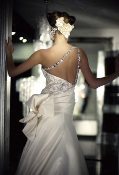 Back of Tony Yaacoub wedding dress, wedding dresss, wedding gown, haute couture, lebanese designer, satin gown, Tony Yaacoub, www.tonyyaacoub.net