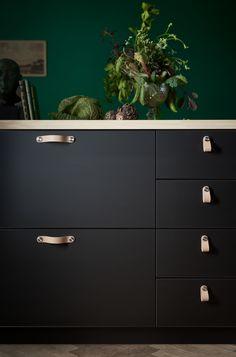 ÖSTERNÄS handgreep | IKEA IKEAnl IKEAnederland nieuw inspiratie wooninspiratie interieur wooninterieur keuken keukenkast kast keukenkasten decoratie accessoire accessoires handgrepen grepen greep keukenlade keukenlades lade lades leer