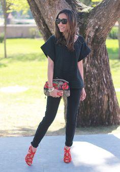 Mango T-Shirts and Zara Saltos All Black Urban Outfits, All Black Dresses, All Black Fashion, All Black Outfit, Office Outfits, Casual Outfits, Urban Apparel, Pretty Sandals, Zara Heels