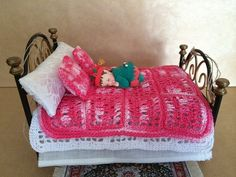 FREE SHIPPING Pink Crochet Quilt  Cubre pies by miniaturasmjose