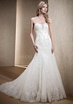 Elegant Floor Length Fit N Flare Sweetheart Lace Wedding Gowns With Appliques