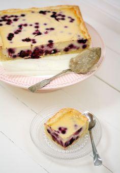 Uunissa paistettu mustikkajuustokakku – Lunni Leipoo Finnish Recipes, Sweet And Salty, Baking Recipes, Deserts, Food And Drink, Pudding, Sweets, Cooking, Breakfast