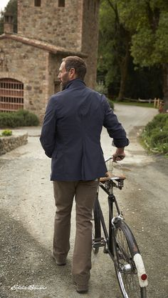 Built rugged. Wears refined. The Men's Voyager II Travel Blazer. Performance-stretch blazer is all about comfort and life on the road. Flexion soft shell fabric is rugged, breathable, and packable.