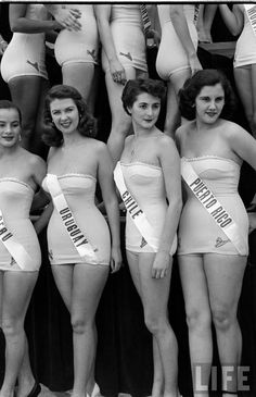 The First Miss Universe Pageant, 1952 // Primer concurso Miss Universo, 1952 Rockabilly Style, Vintage Beauty, Vintage Fashion, Steampunk Fashion, Gothic Fashion, Kings & Queens, Pin Up, Monochrom, Interesting History