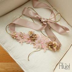cinturón de flores rosa palo para boda