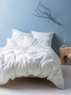 Create that rustic aesthetic to modern living vibe in your bedroom with this Nimes White King Quilt Cover Set from Linen House. Like this post if you like it too. Living Room Designs, Living Room Decor, King Bed Linen, Hotel Bedroom Design, Super King Size Bed, Superking Bed, Cushions For Sale, White Duvet Covers, Bed Covers
