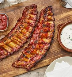 Süßsalzig marinierte Spareribs | maggi.de Rib Recipes, Salmon Recipes, Homemade Barbeque Sauce, Ribs Seasoning, Butter Salmon, Honey Mustard Sauce, Ginger Sauce, Spare Ribs, Stuffed Hot Peppers