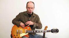 In diesem Video stellt Andreas Vockrodt die Grundbegriffe der Gitarre vor.