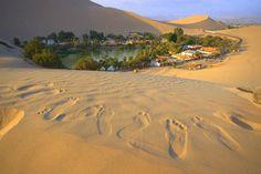 Deserto Ica, Peru  Um oásis é formado em meio às dunas de Huacachina, a 310 km de Lima. O vale fértil é conhecido por dar origem ao Pisco, famosa iguaria peruana, além de ter bastante infraestrutura para os turistas. Dá para passar uns dias por lá, andar de buggy e praticar sandboard.