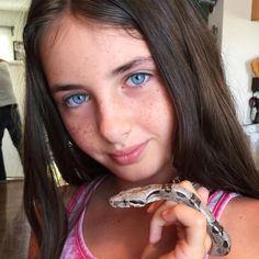 "562 curtidas, 15 comentários - Lilly Kruk (@liliannakruk) no Instagram: ""Meet my new baby pet #boa CHARLIE I am in LOVE!! #reptail #redtailboa #boa #snake…"""